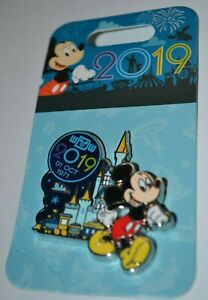 Disney-Mickey-Mouse-With-Castle-2019-Pin-132344-New-On-Card