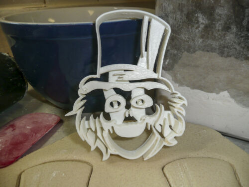 THE HAUNTED MANSION HATBOX GHOST HITCHHIKING GHOSTS MIRROR COOKIE CUTTER PR1168