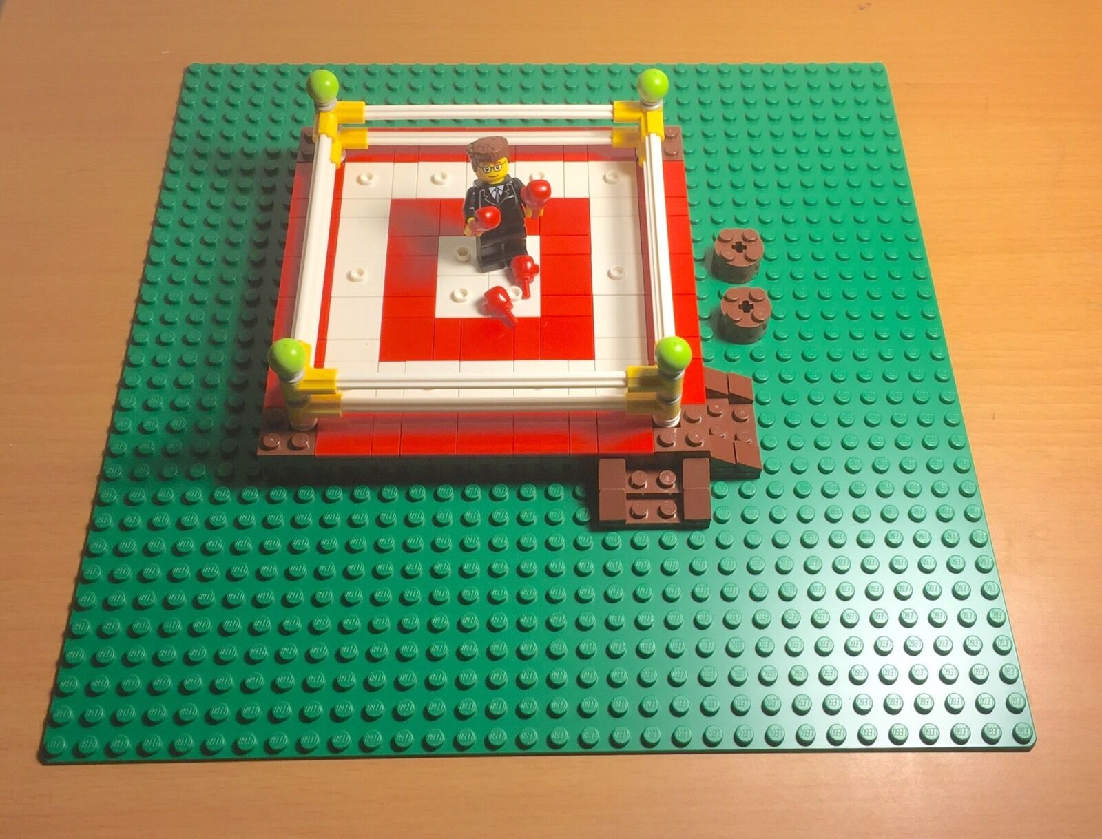Lego MOC Prebuilt Boxing Ring / Arena W/ verde Baseplate,fighting talk Presenter