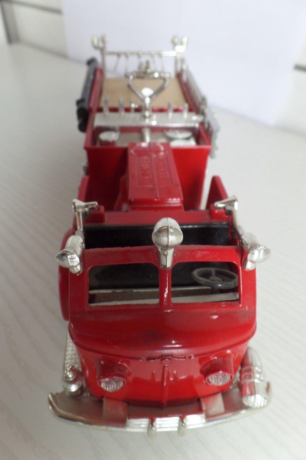 ERTL Feuerwehrfahrzeug Dubuque,Jowa,1948,  als Spardose  | | | Online-verkauf  ce8c47