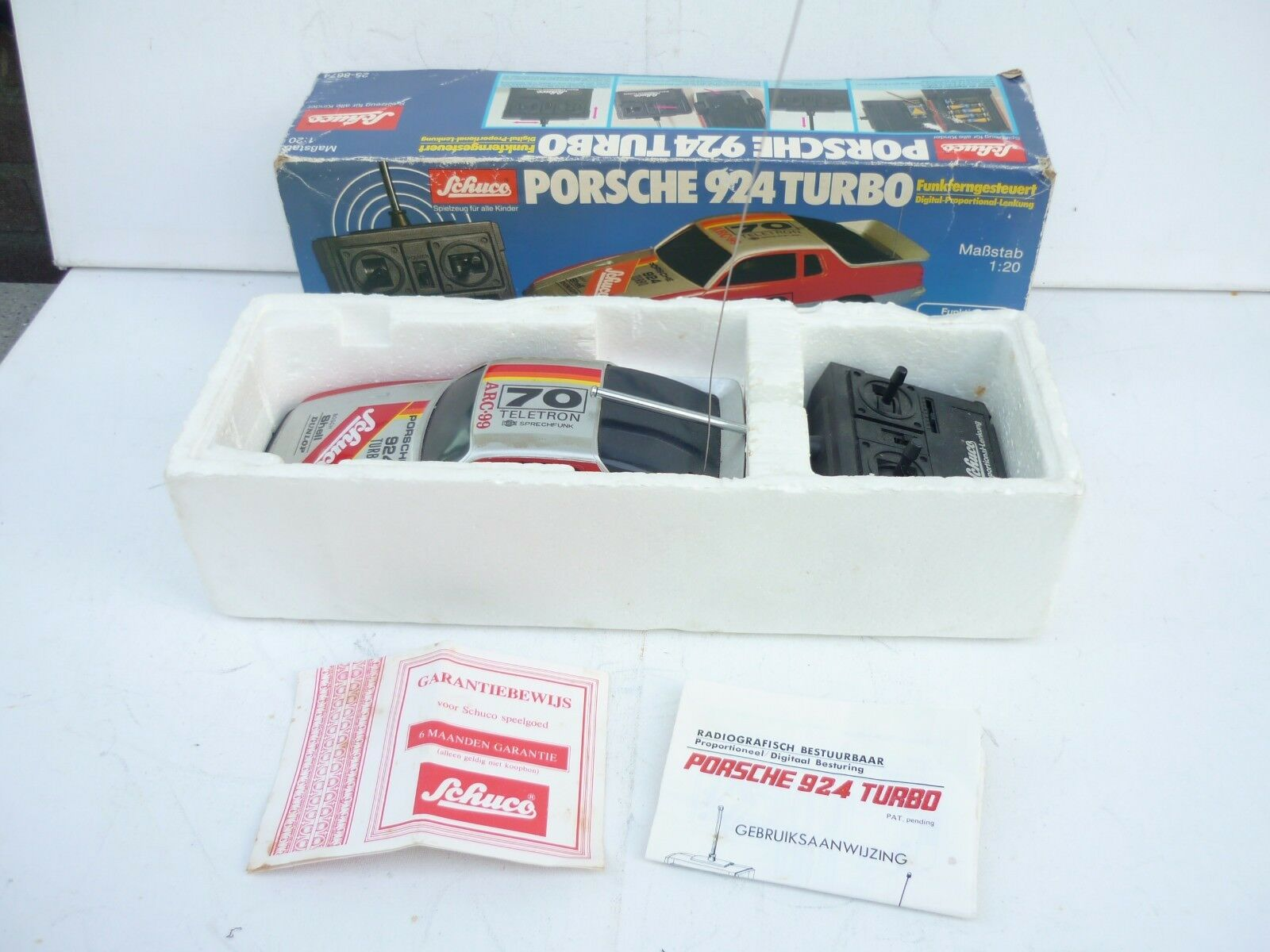 Schuco (Asahi) 1 20 Porsche 924 Turbo Plastic  Radio kontrollera Nära M låda RARE