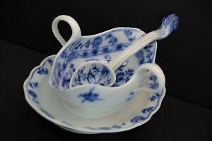 Meissen Porcelain Blue Onion Gravy Sauce Boat with Spoon Vintage