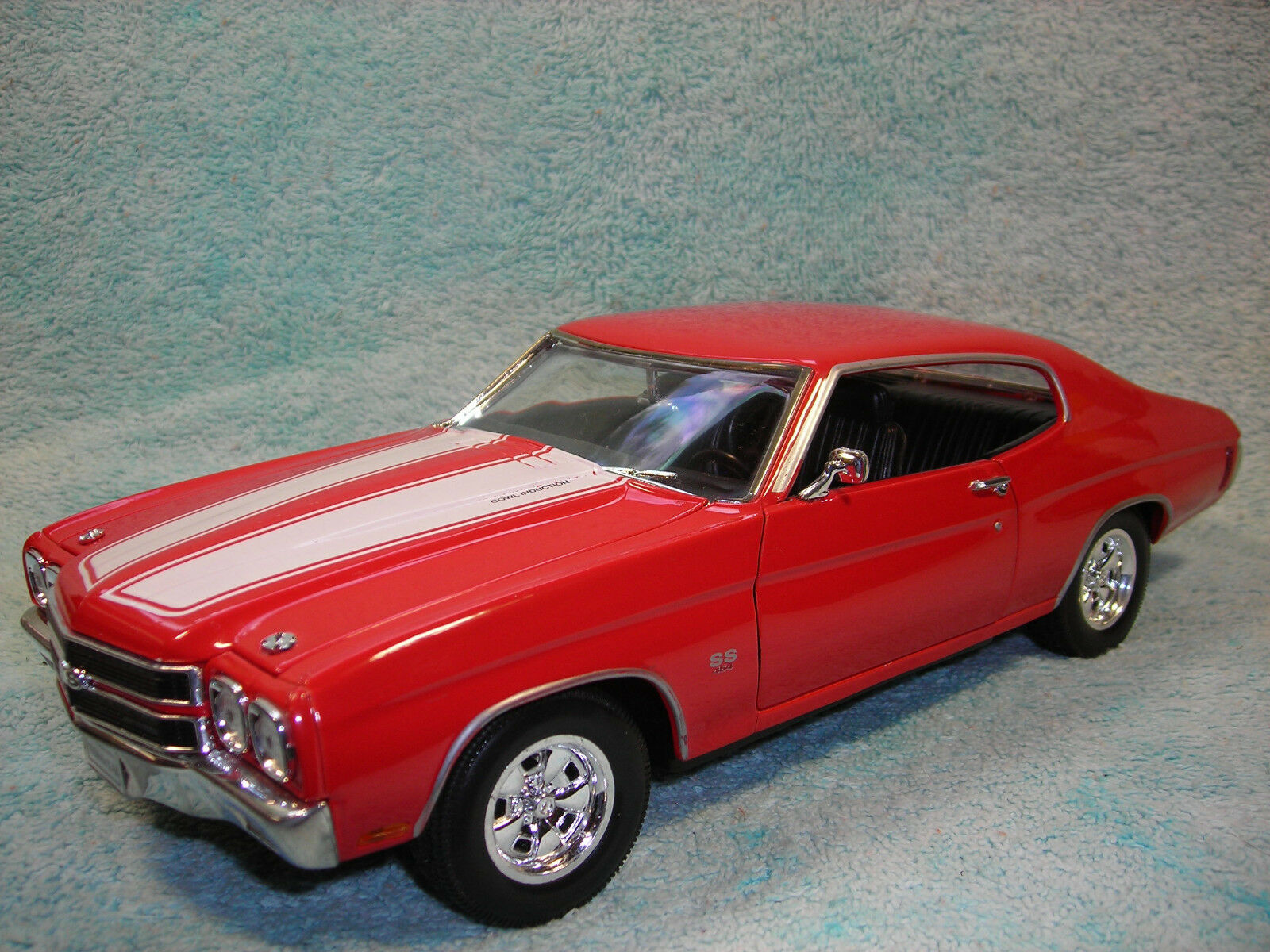 1 18 SCALE 1970 CHEVY CHEVELLE SS454 SS454 SS454 IN RED\WHITE STRIPE BY WELLY NO BOX. 5648fb