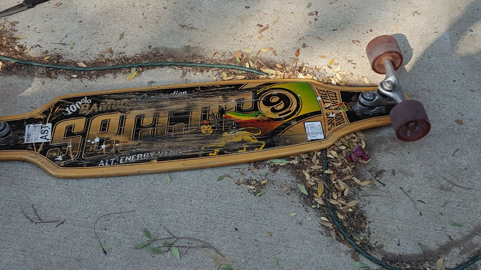 Used sector 9 Longboard with suspension. Used but still in great shape.