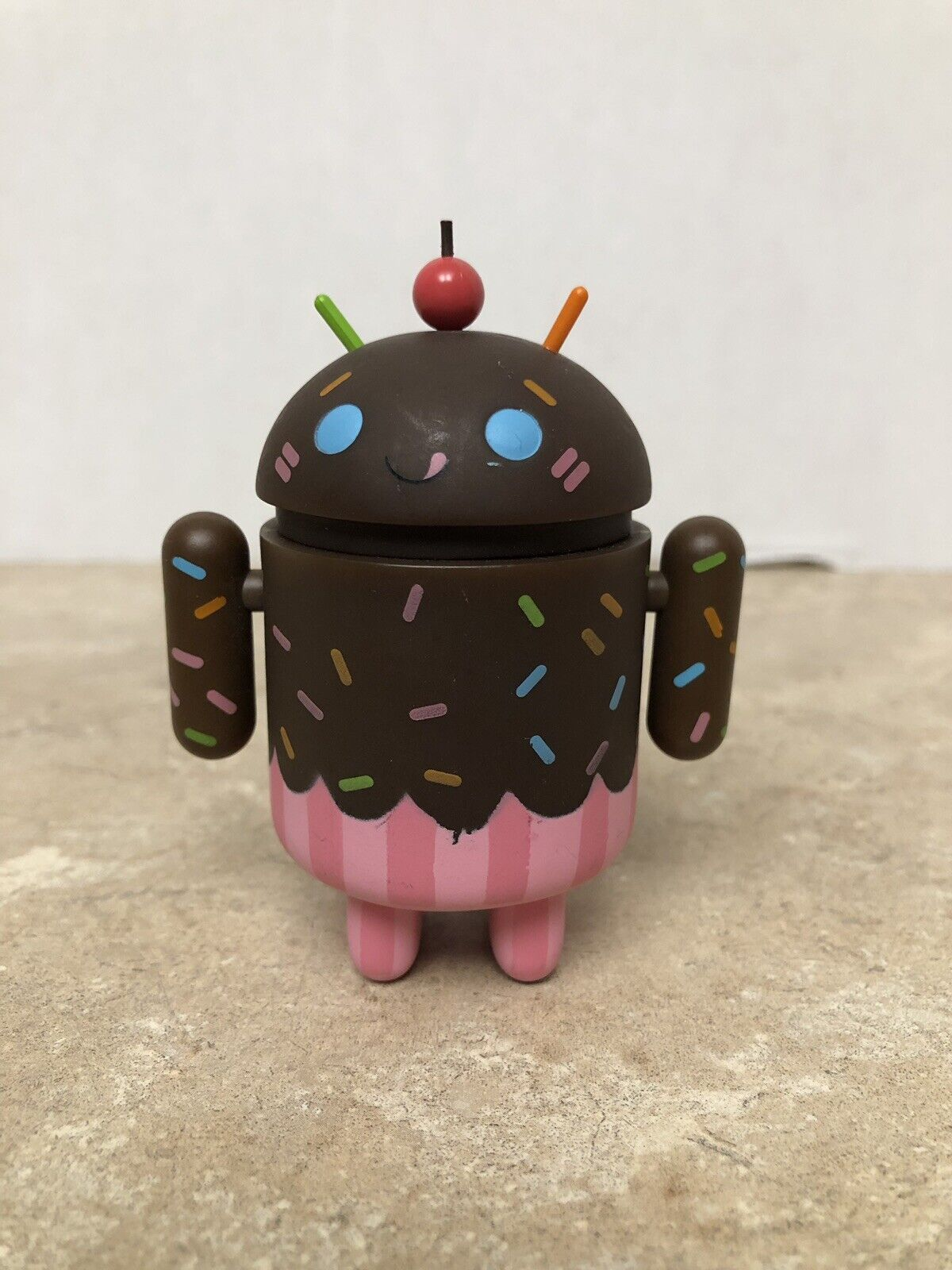 ULTRA RARE CHASE Google Android Mini Figure Series 2 Chocolate Cupcake Gary Ham