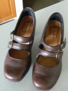 Clarks-Artisan-Brown-Leather-2-Strap-Mary-Jane-Dress-Pumps-Size-7M