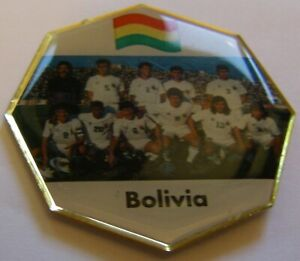 WORLD-CUP-94-USA-SOCCER-BOLIVIA-TEAM-PICTURE-FIFA-FOOTBALL-vintage-pin-badge-Z8J