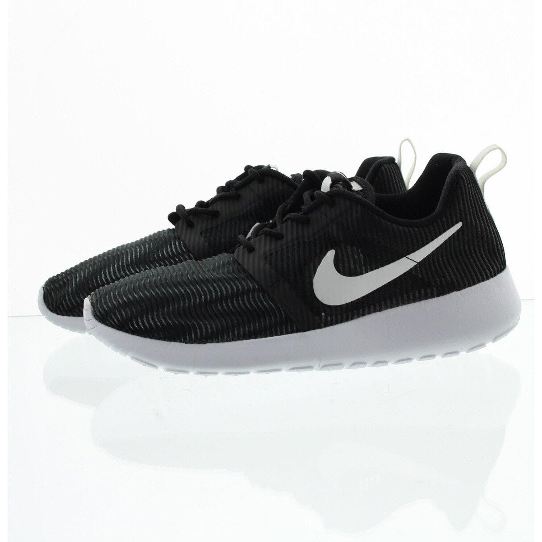 Nike Roshe Run Flight Weight Boys  Grade School Black white 05485005 ... 6283b83d5e58