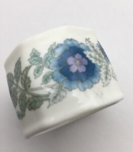 Wedgwood-Bone-China-Clementine-Napkin-Ring-Blue-Flowers-Rare-In-The-USA
