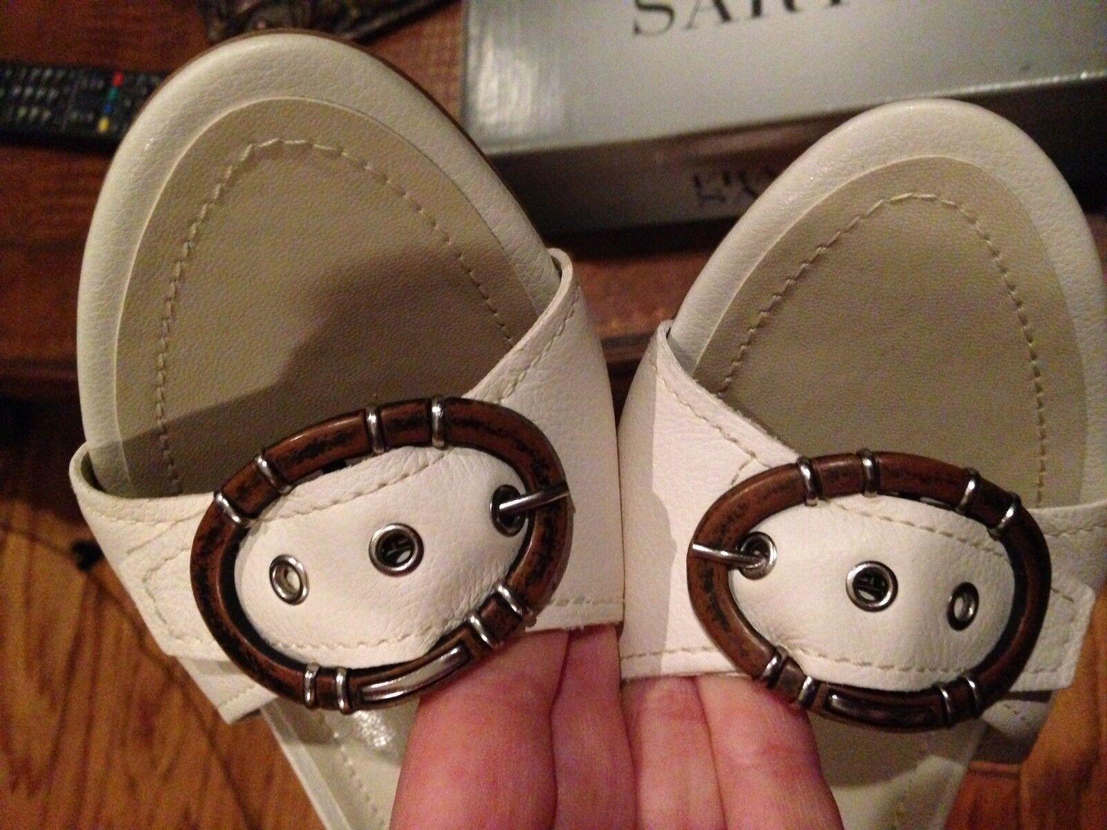NEU Franco Sarto 8 Slides Schuhes Sandales Low Heels Slip Ons Creme Buckle Leder