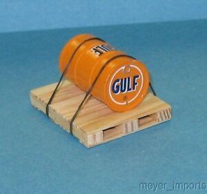 Pallet w/ Industrial Oil Barrel - Gulf Oil- G Scale- 101-0021