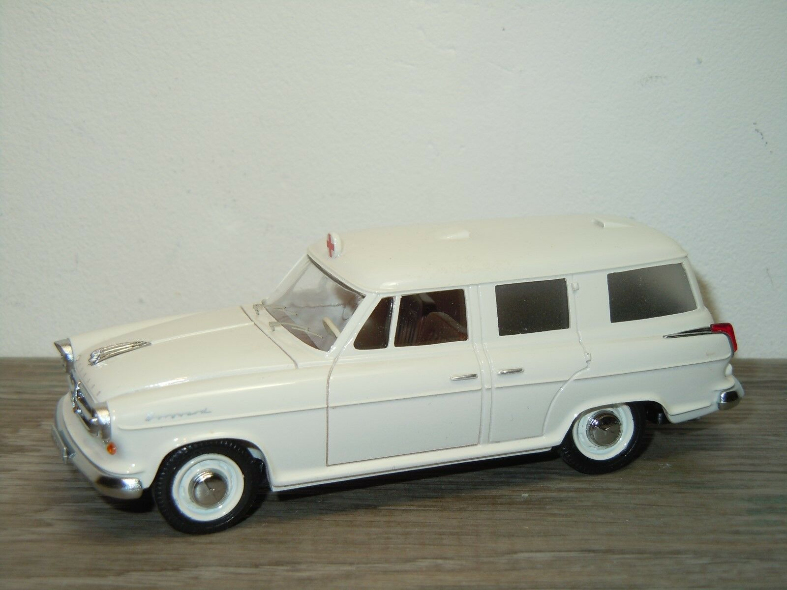 Borgward Isabella  Ambulance - SE Modell France 1 43 34834  jusqu'à 60% de réduction