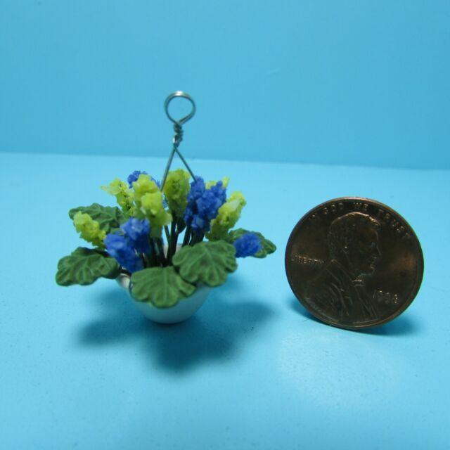 Dollhouse Miniature Calla Lily Flower Arrangement in Hanging Pot RP1211