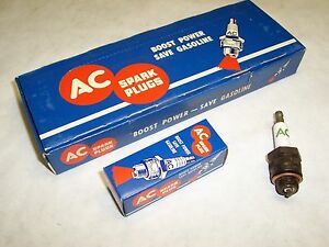 Knurled Base 50/'s Olds Pontiac AC 45 Spark Plug Set NOS four Green Rings