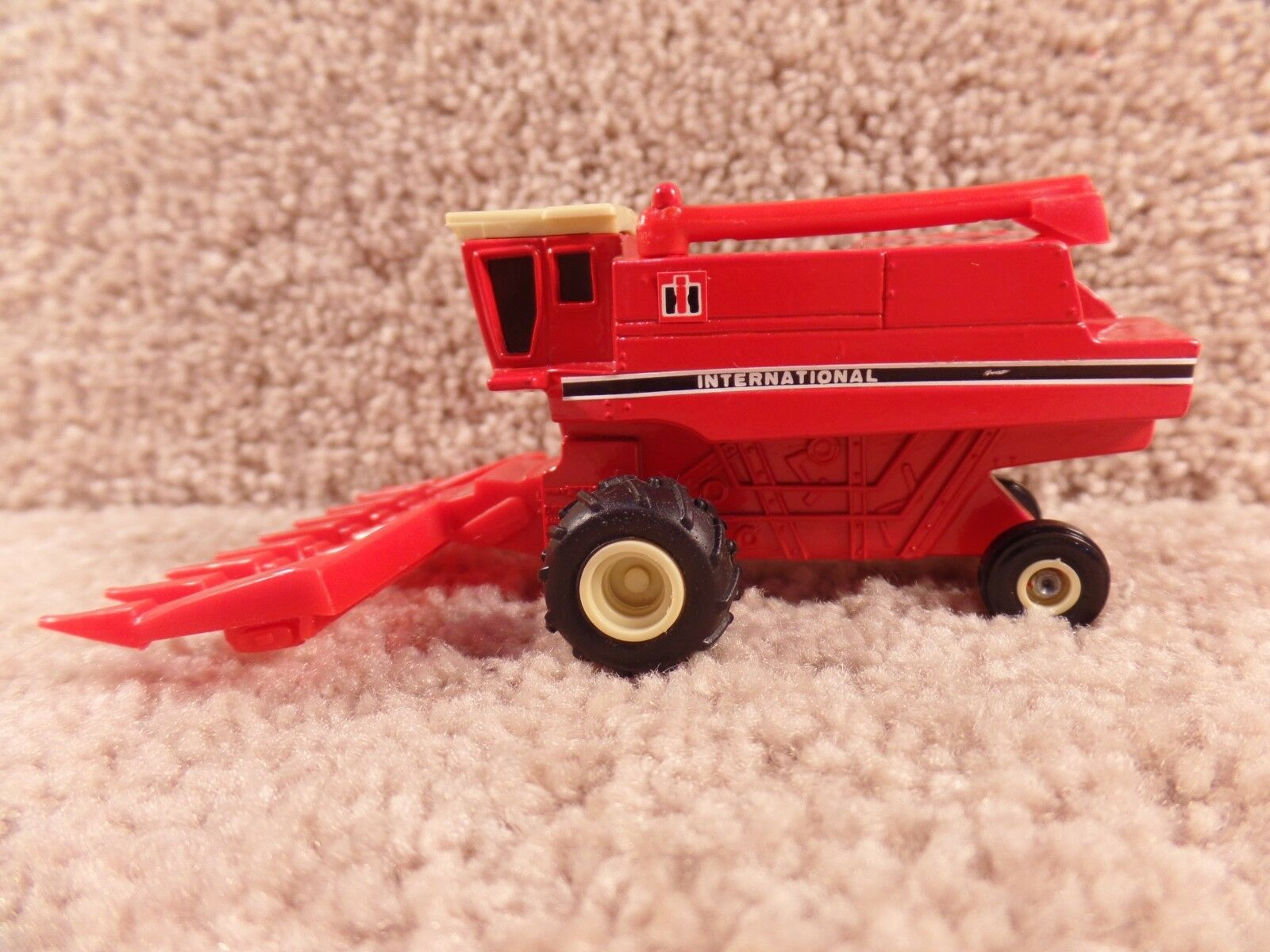 RARE ERTL 1 64 Diecast Case HI International Axial-Flow Combine Both Head B