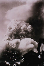 518017 The Atomic Cloud Mushrooms Over Hiroshima On Aug 6 1945 A4 Photo Print