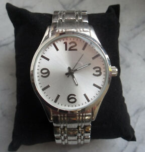 MEN-039-S-STAINLESS-STEEL-QUARTZ-WATCH-NEW-IN-ORIGINAL-BOX