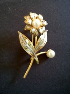 goldtone flower pin brooch pearly centre detail  vintage 1960 - <span itemprop=availableAtOrFrom>Brigg, United Kingdom</span> - goldtone flower pin brooch pearly centre detail  vintage 1960 - Brigg, United Kingdom