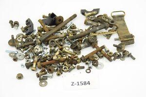 Suzuki-RM-250-Bj-95-Schrauben-Reste-Kleinteile