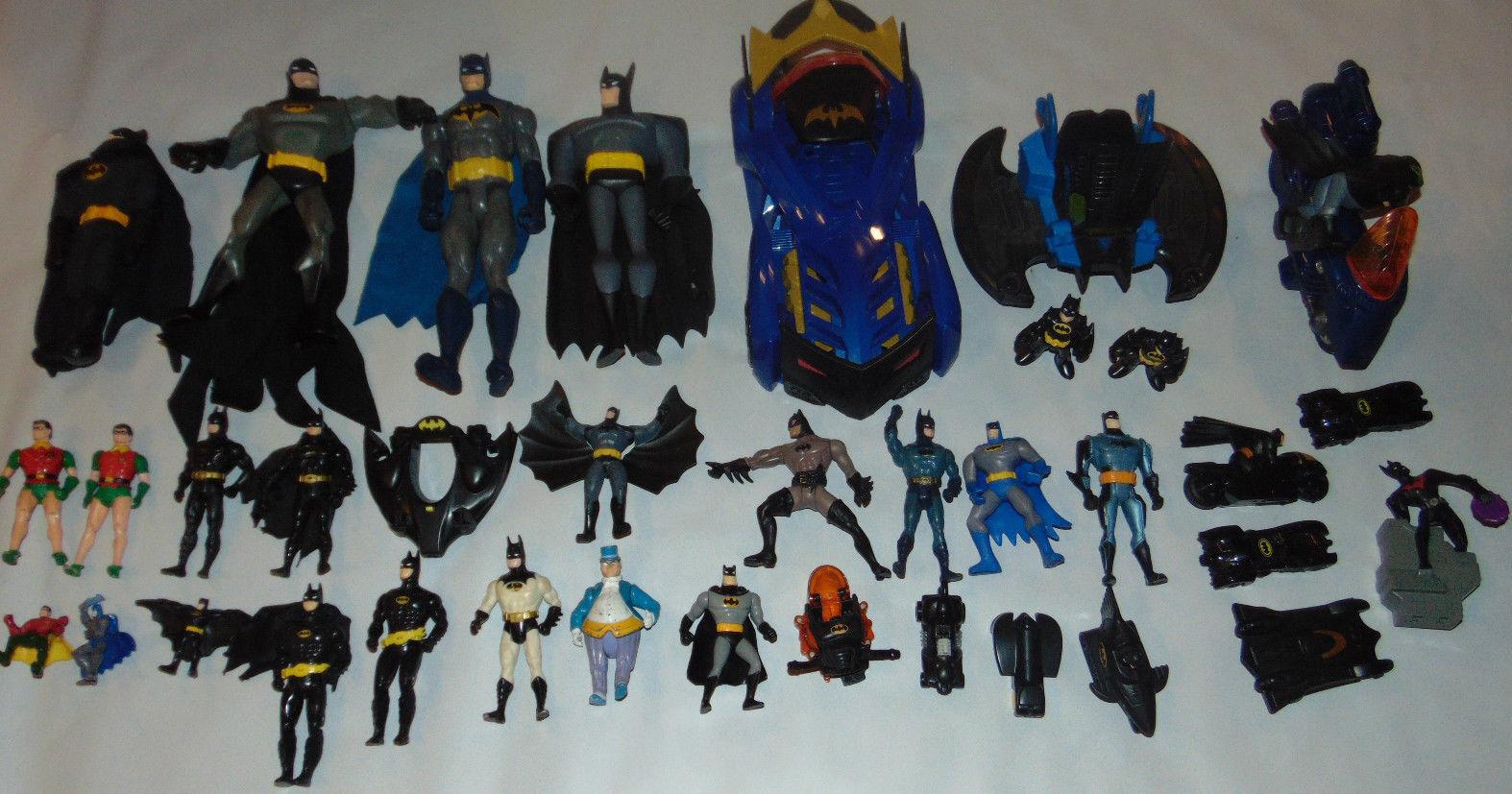 Huge Vintage Batuomo LOT azione cifra DC  giocattolo Lot Comics Batmobile HW Robin 12   in vendita