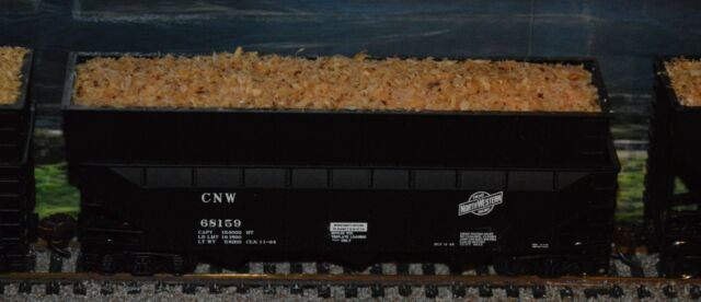 HO Bowser CNW 70 Ton offset Woodchip Hopper #68159 with load 2 of 2 train