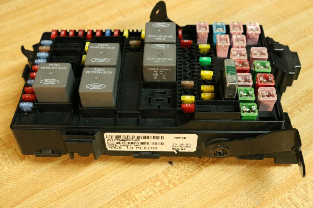 2002 02 Ford Diesel 7 3 F250 F350 Super Duty Junction Fuse Panel Box