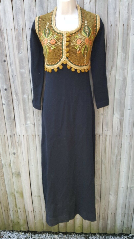 Vintage Egyptian Womans Dress Kaftan Tunic Embroidery