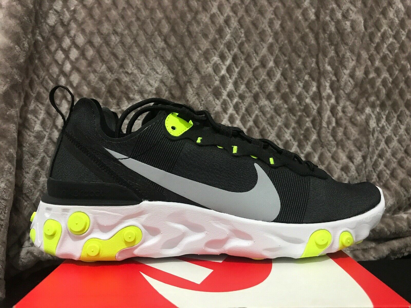 Nike Element React 55 Volt Size 8.5 Running shoes