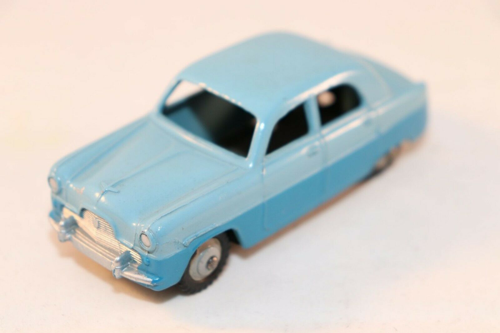 Dinky Toys 162 Ford Zephyr Saloon 2 tone in 99.9% mint condition SUPERB