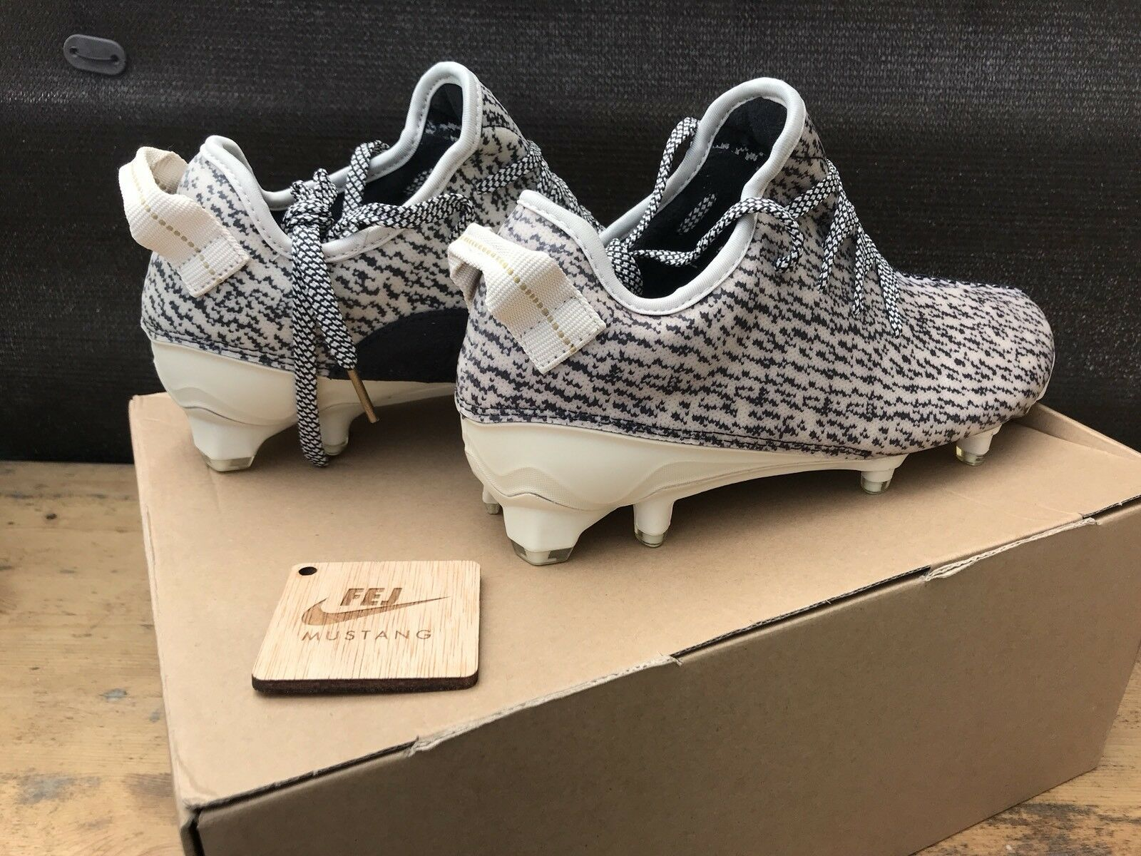 ADIDAS YEEZY 350 CLEAT TURTLE TURTLE TURTLE DOVE Dimensione 9US - 43EU - DS - BRAND NEW - FOOTBALL 6914b2