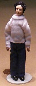 1:12 Échelle Moderne Porcelaine Homme Tumdee Dolls House People Mâle Accessoire Robert Haute Qualité Et Bas Frais GéNéRaux