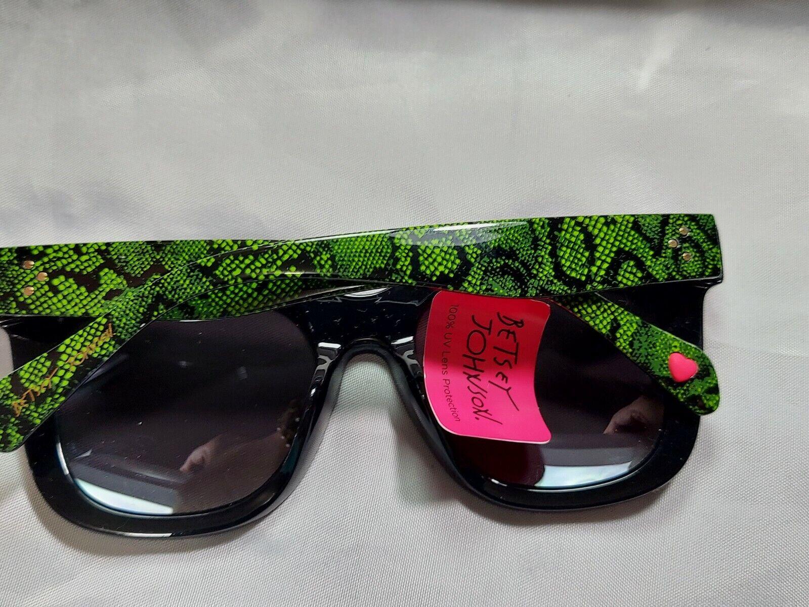 NWT Betsey Johnson Black Snakeskin & Light Gray Square Mirror Sunglasses