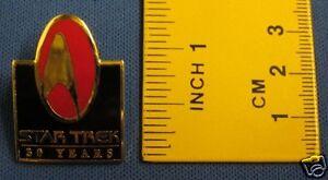 Star-Trek-30th-Anniversary-Red-amp-Black-Pin-Badge-30Y2