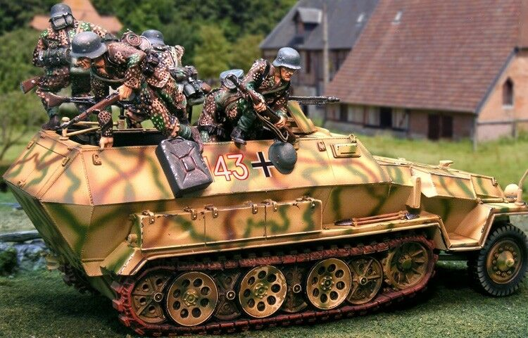 THE COLLECTORS SHOWCASE WW2 GERMAN NORMANDY TCS 251 HANOMAG & JUMPERS MIB