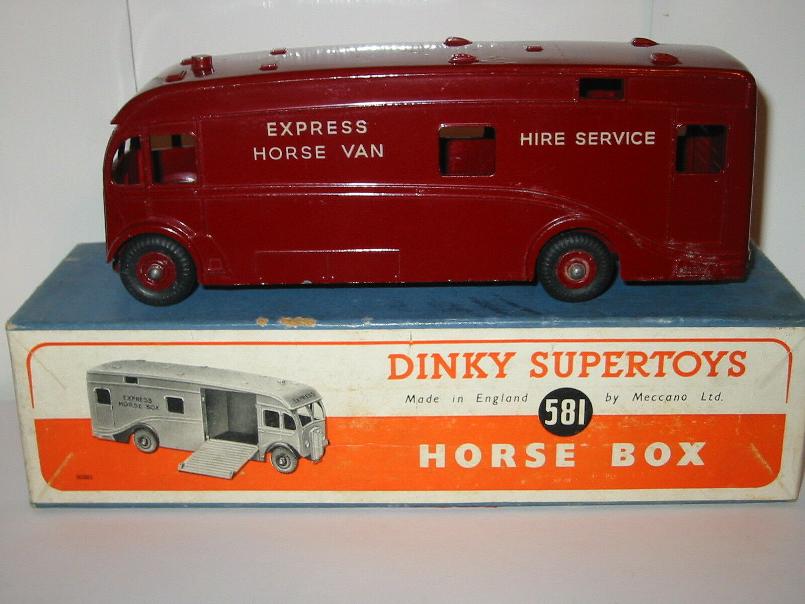 Dinky No  581  U.S. EXPRESS HORSE BOX  ( RARE U.S.A. EXPORT ISSUE BOXED)