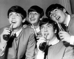 La Foto Se Esta Cargando Los Beatles Bebiendo Coca Cola Paul Mccartney John