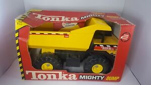 1997-Tonka-MIGHTY-DUMP-TRUCK-Pressed-Steel-New-Orig-Box-Never-Opened-16-034-LARGE