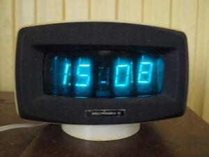 RARE-VINTAGE-SOVIET-RUSSIAN-USSR-VFD-NIXIE-TUBE-CLOCK-ELEKTRONIKA-G9-04-1984