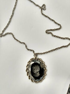 Vintage-Black-Glass-Intaglio-Cameo-Pendant-with-Necklace-Silver-Tone