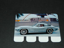 N°70 CHEVROLET CORVETTE STING RAY PLAQUE METAL COOP 1964 AUTOMOBILE TRAVERS AGES