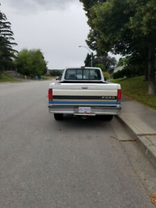 1993 Ford f150 xlt, 2 wheel drive,  5.8 liter. 214,000 Klm.