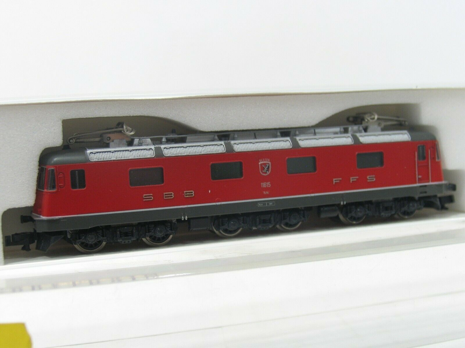 Hobbytrain H1106 E-Locomotive Re 6 6  11615  red SBB NH238