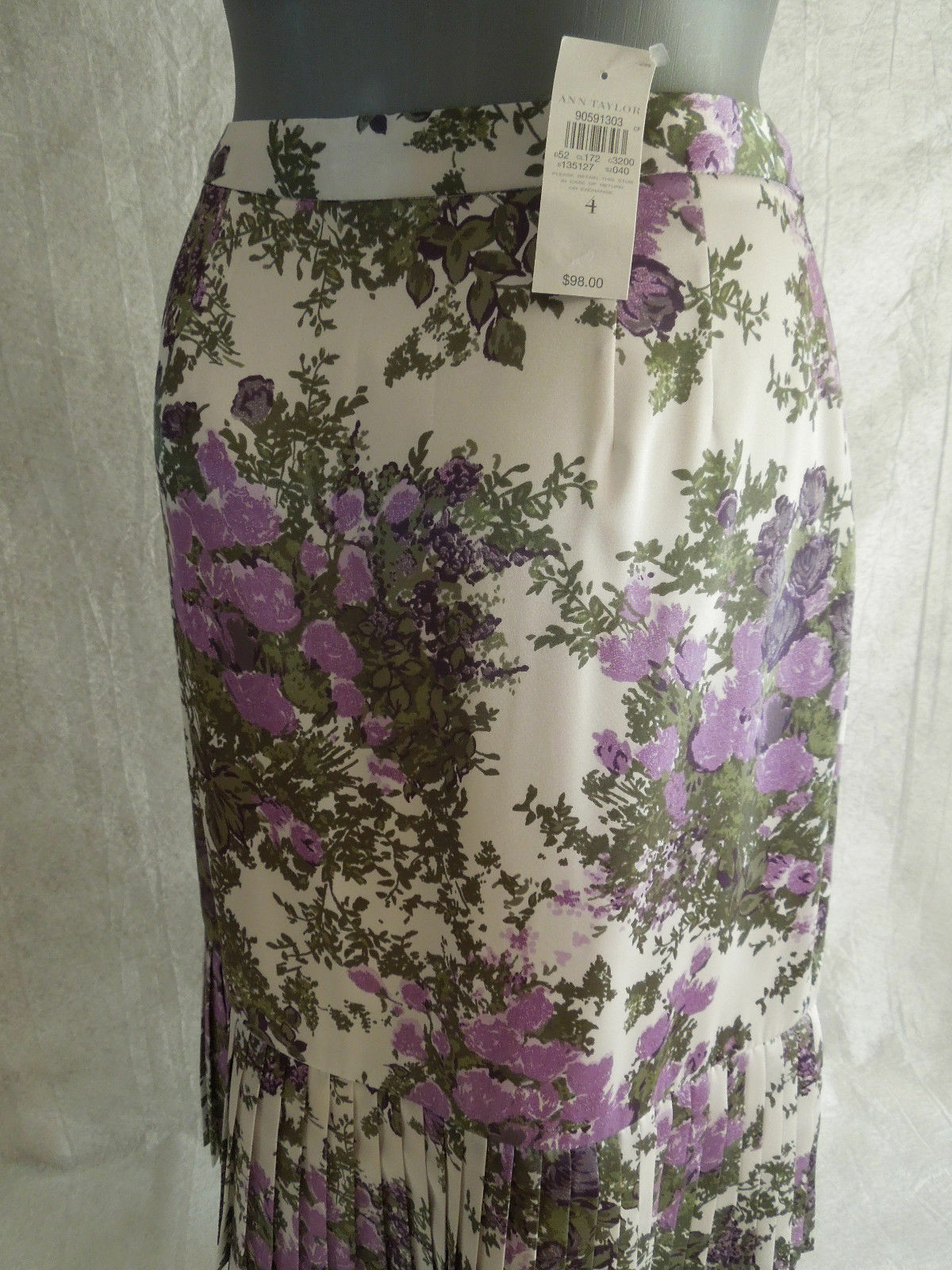 Reduced   98 NEW WITH TAG Gorgeous Ann Taylor Size 4 Tiered Skirt Women Clothing