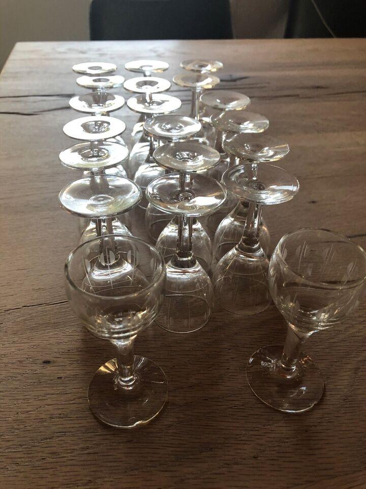 Glas, Vinglas, Kirsten Piil