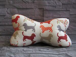 Modell-Hunde-3-Leseknochen-Nackenkissen-Stuetzkissen-Reisekissen-Neck-Pillow