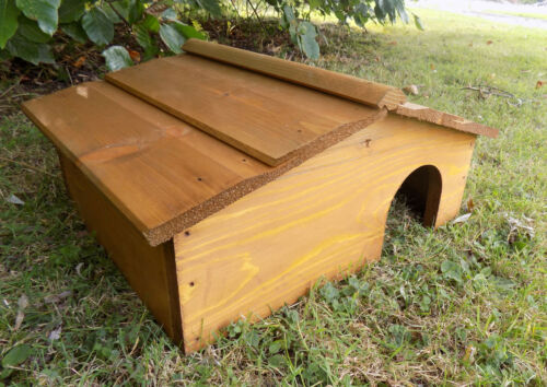 Wood Hedge Hog Hibernation Home Shelter with Wooden Roof Wooden Hedgehog House