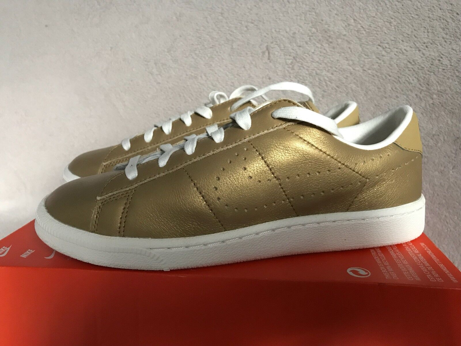 Nike Tennis Classic Premium Or baskets femme Taille UK5.5 EUR 38.5
