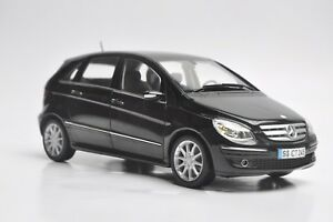 Mercedes-Benz-B-200-car-model-in-scale-1-18-black