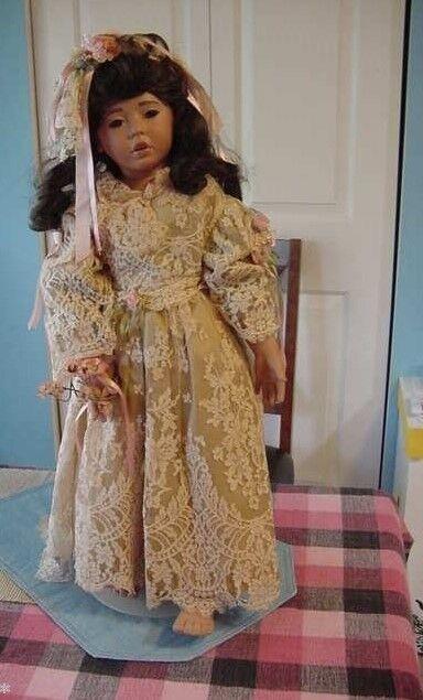 Vestido de encaje Antiguo  26.5  Whitney Muñeca de mujer Rubert con uno de una clase de diseñador antiguo