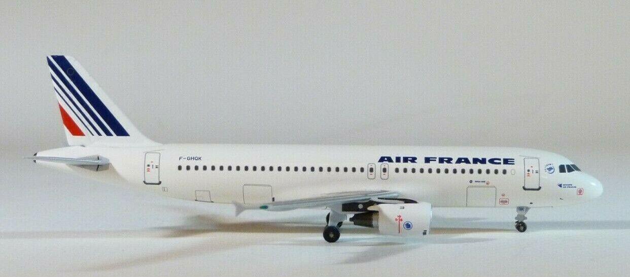 1 400 Aeroclasseics Air France A320-211